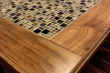 クラシックなガラスタイルテーブル