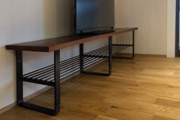 黒皮鉄フレームのテレビボード