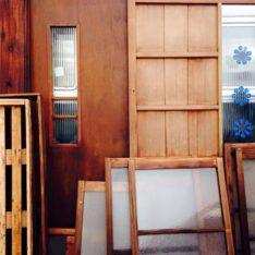 最近、建具屋さんと木箱やさんです。