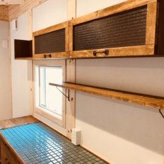 キッチン家電収納カウンター&レトロ吊り戸棚