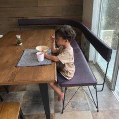 オリジナルアールベンチとダイニングテーブル