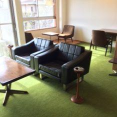 渋ビルを愛し、中日ビルビンテージ家具で彩られた部屋